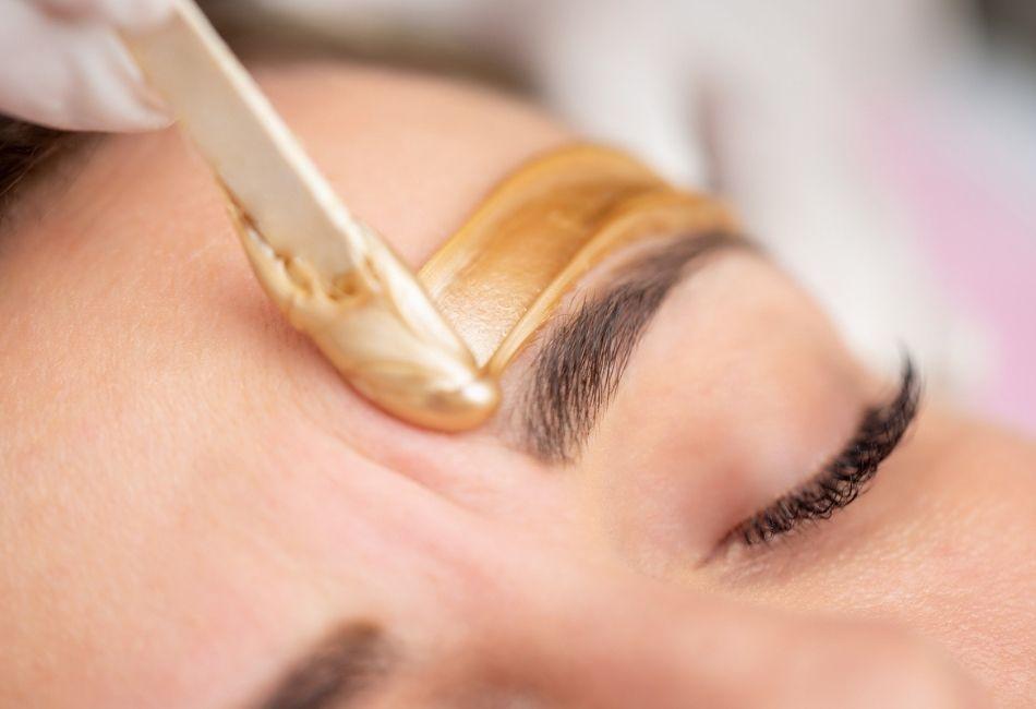 Augenbrauen wachsen Waxing zu Hause