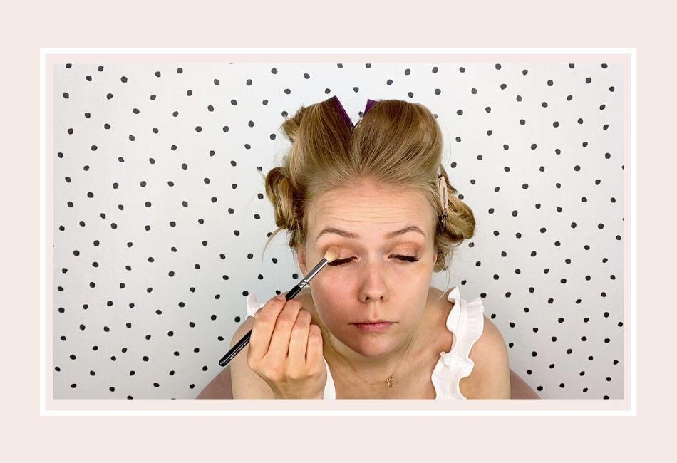 Anleitung: Mein Braut Make-up für die Hochzeit – Schritt 3 Augen-Make-up dunkler Lidschatten