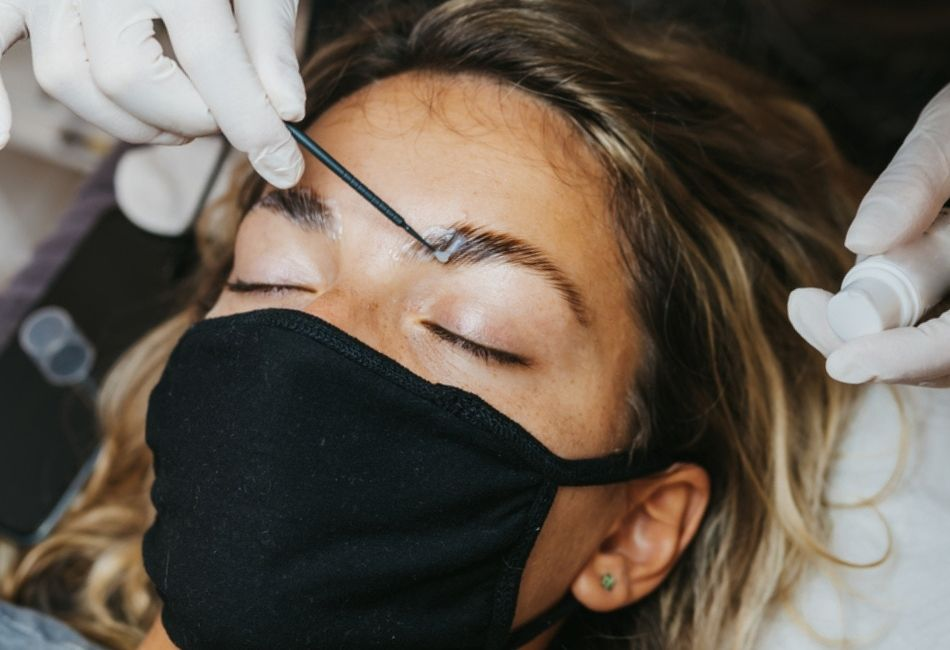 Brow Lamination So funktioniert der Augenbrauen Trend Anleitung für zu Hause