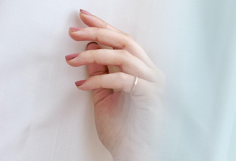 Hand mit schönen Fingernägeln