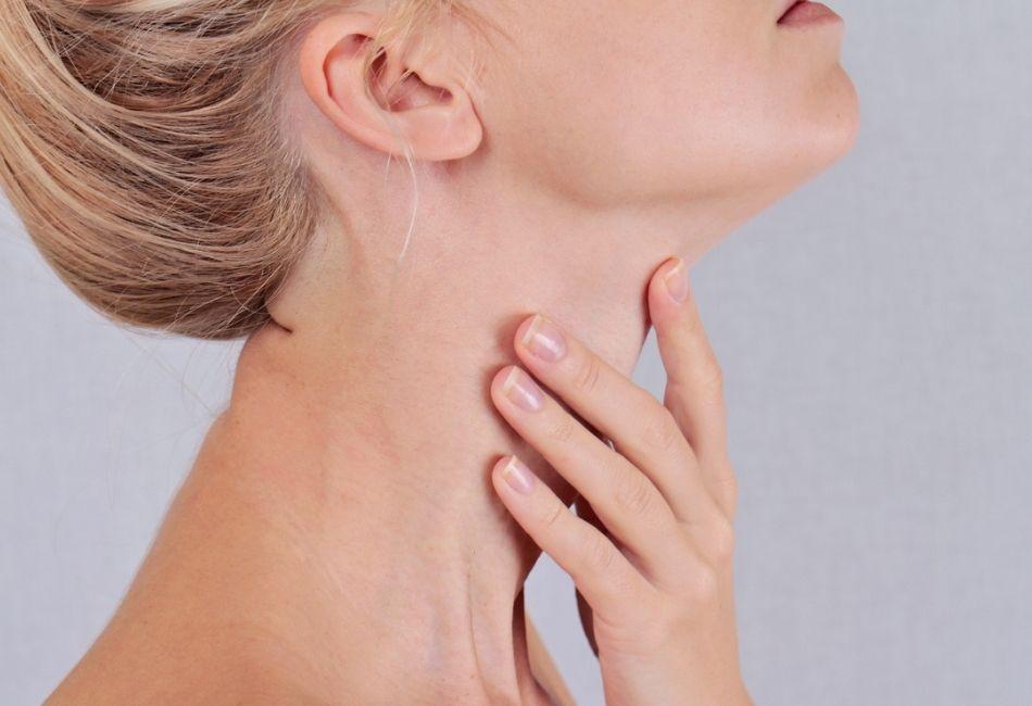 Falten am Hals Halsfalten