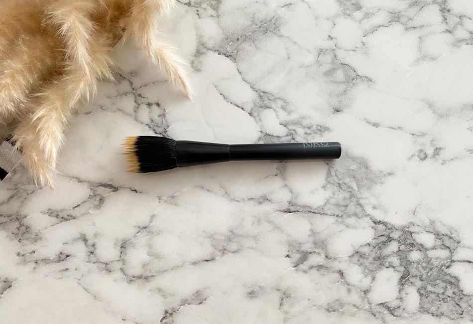 Foundation richtig auftragen mit Stippling Brush