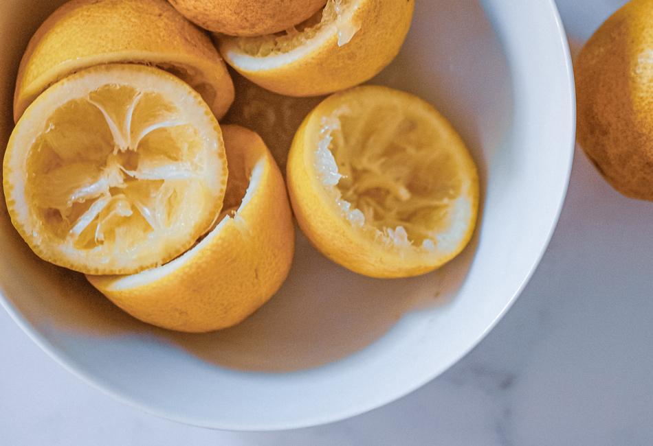 Gelbstich entfernen mit Zitronensaft
