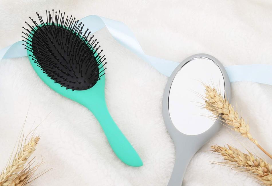 Die beste Haarbürste mit Spiegel für unterwegs