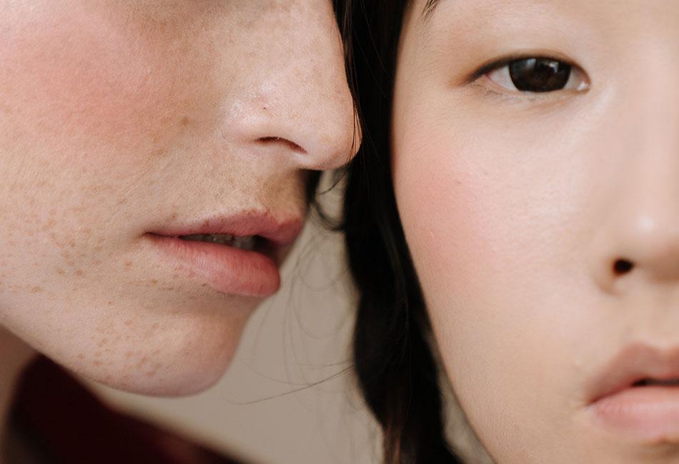 Frauen mit reiner Haut