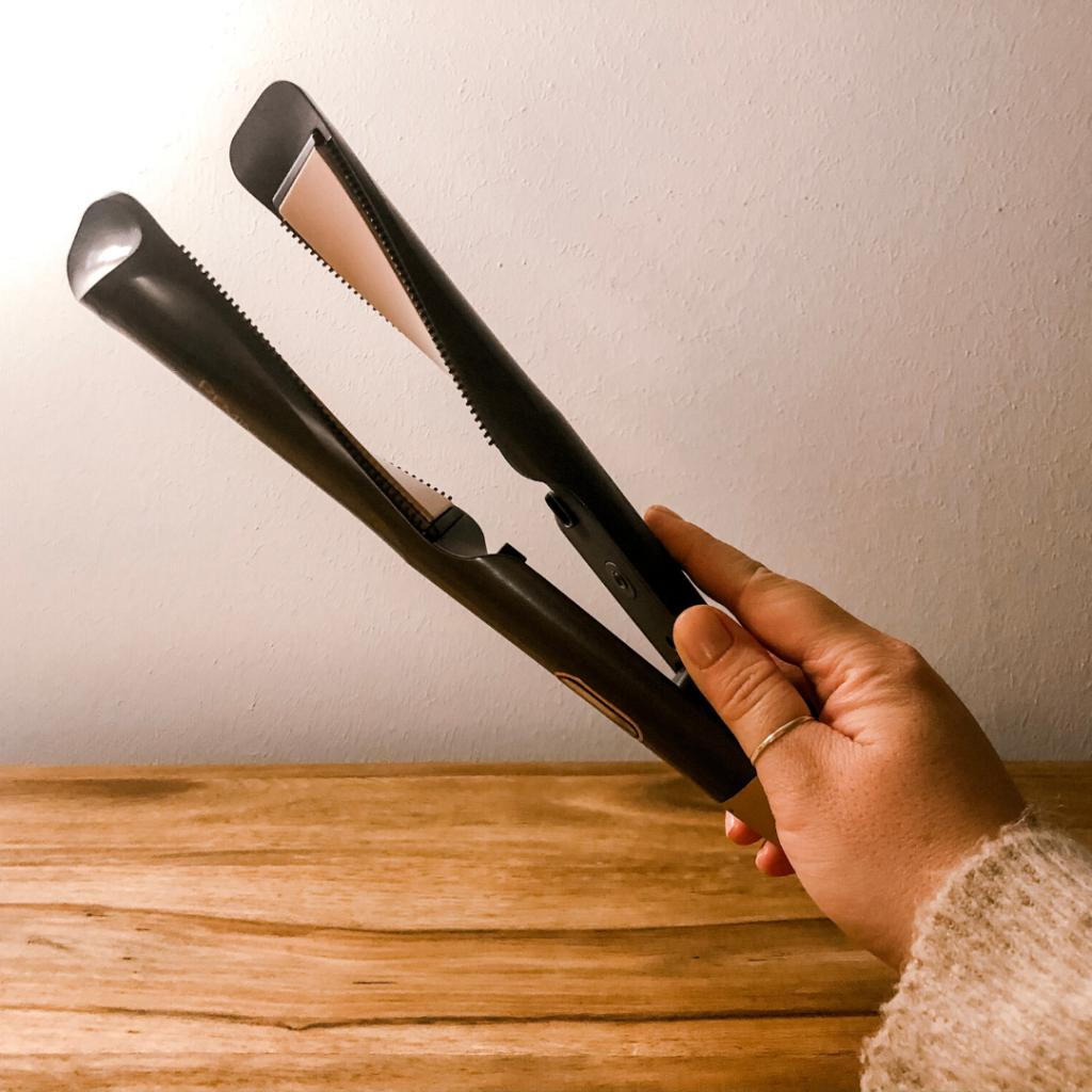 Mit dem Welleneisen von Remington kann man die Haare glätten und wellen
