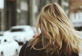 Frau mit blonden Haare