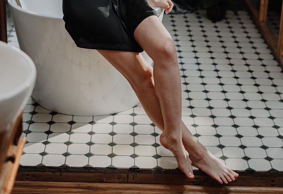 Glatte Beine dank Sugaring